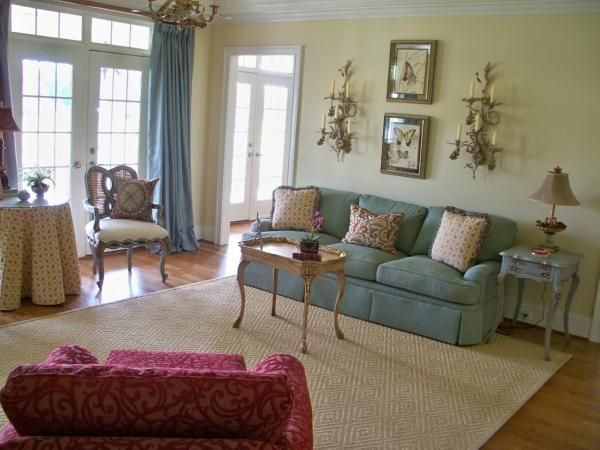 Benjamin Moore Philadelphia Cream is the mon thread throughout the living room hallway and family room