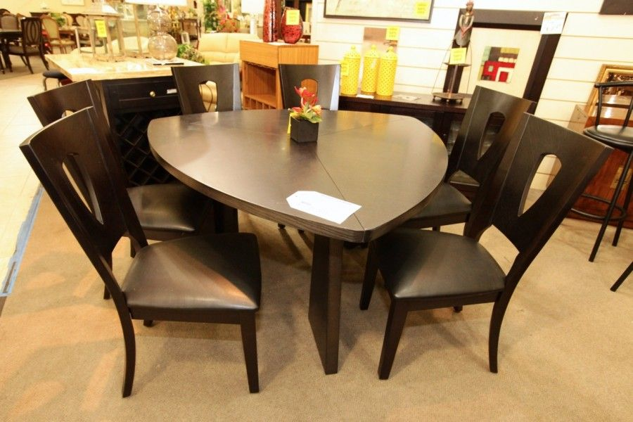 najarian triangle dining table with 6 chairs colleen 39 s classic consignment las vegas nv www. Black Bedroom Furniture Sets. Home Design Ideas