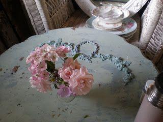 My Shabby Streamside Studio: My Shabby Louis XV Style Table
