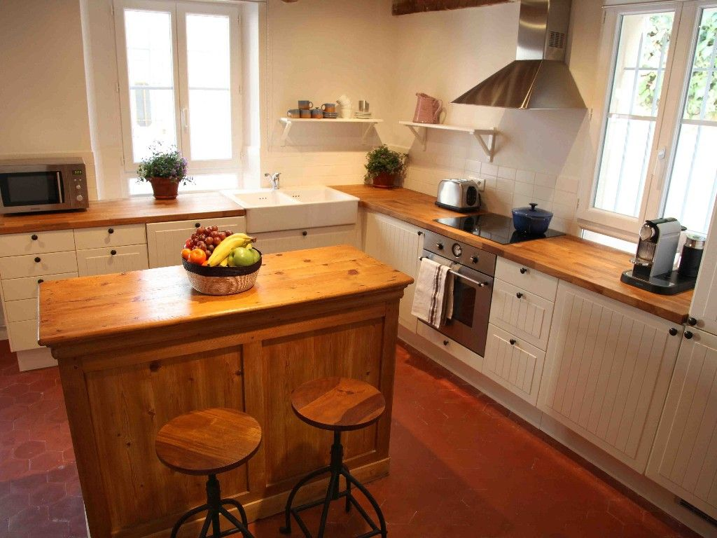 Tomettes, white units, wooden worktop and butler sink | Cuisine ...