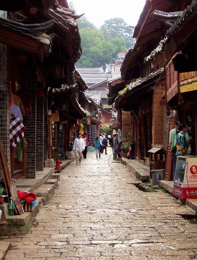 via www.mountainadventures.com  Lijiang Ancient Town, Yunnan, China