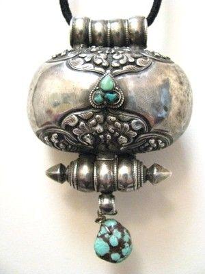 Antique tibetan prayer box amulet makes for an amazingly beautiful antique tibetan prayer box amulet makes for an amazingly beautiful fashion necklace aloadofball Gallery