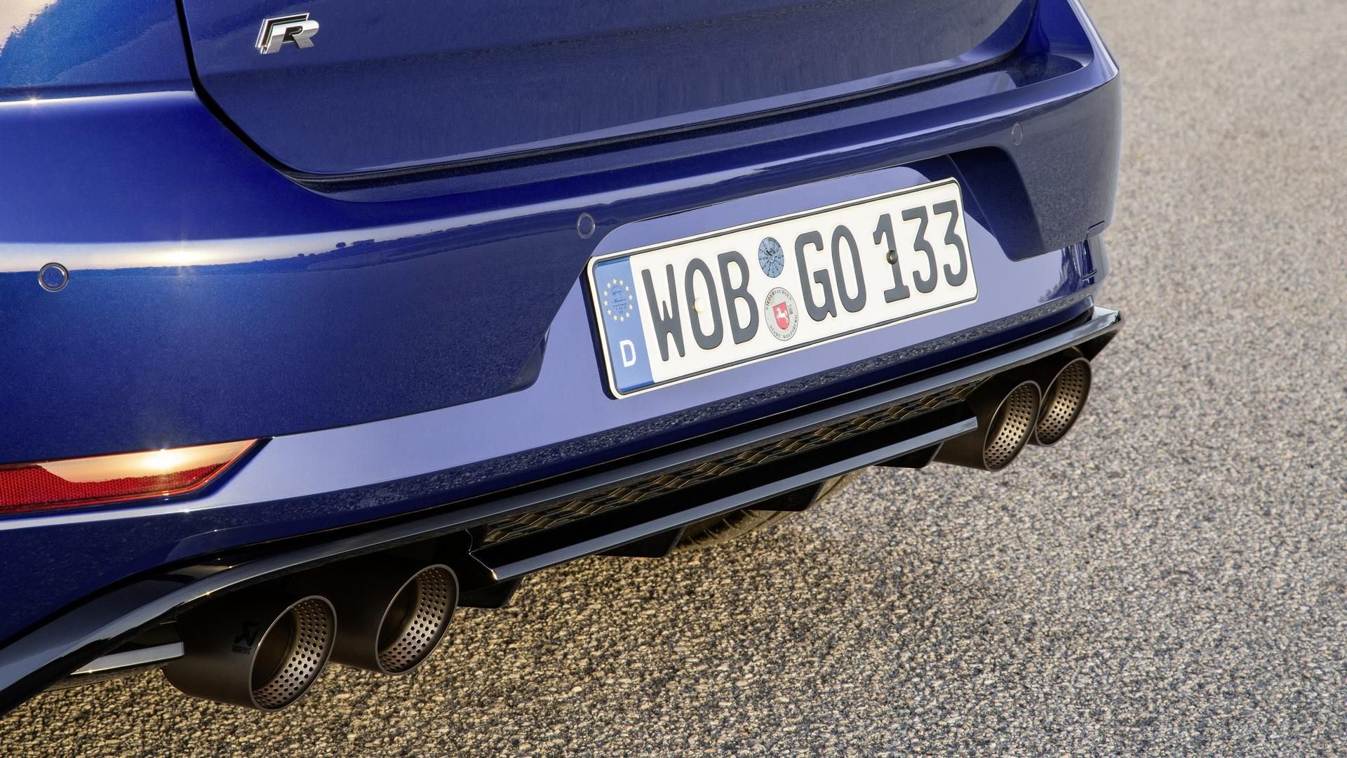 Vw Golf R Performance Pack Has Akrapovic Exhaust Lighter Brakes Volkswagen Golf Gti Volkswagen Golf Volkswagen Golf R
