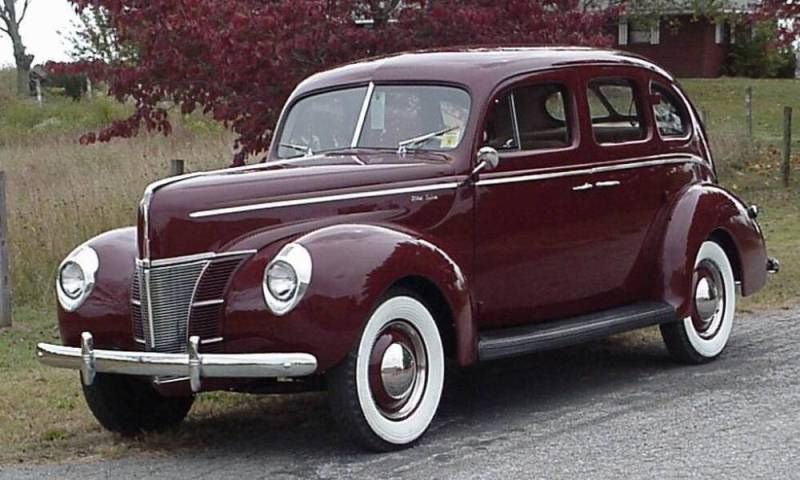 Mandrin maroon 1940 ford deluxe 4 door sedan antique for 1940 ford deluxe two door business coupe