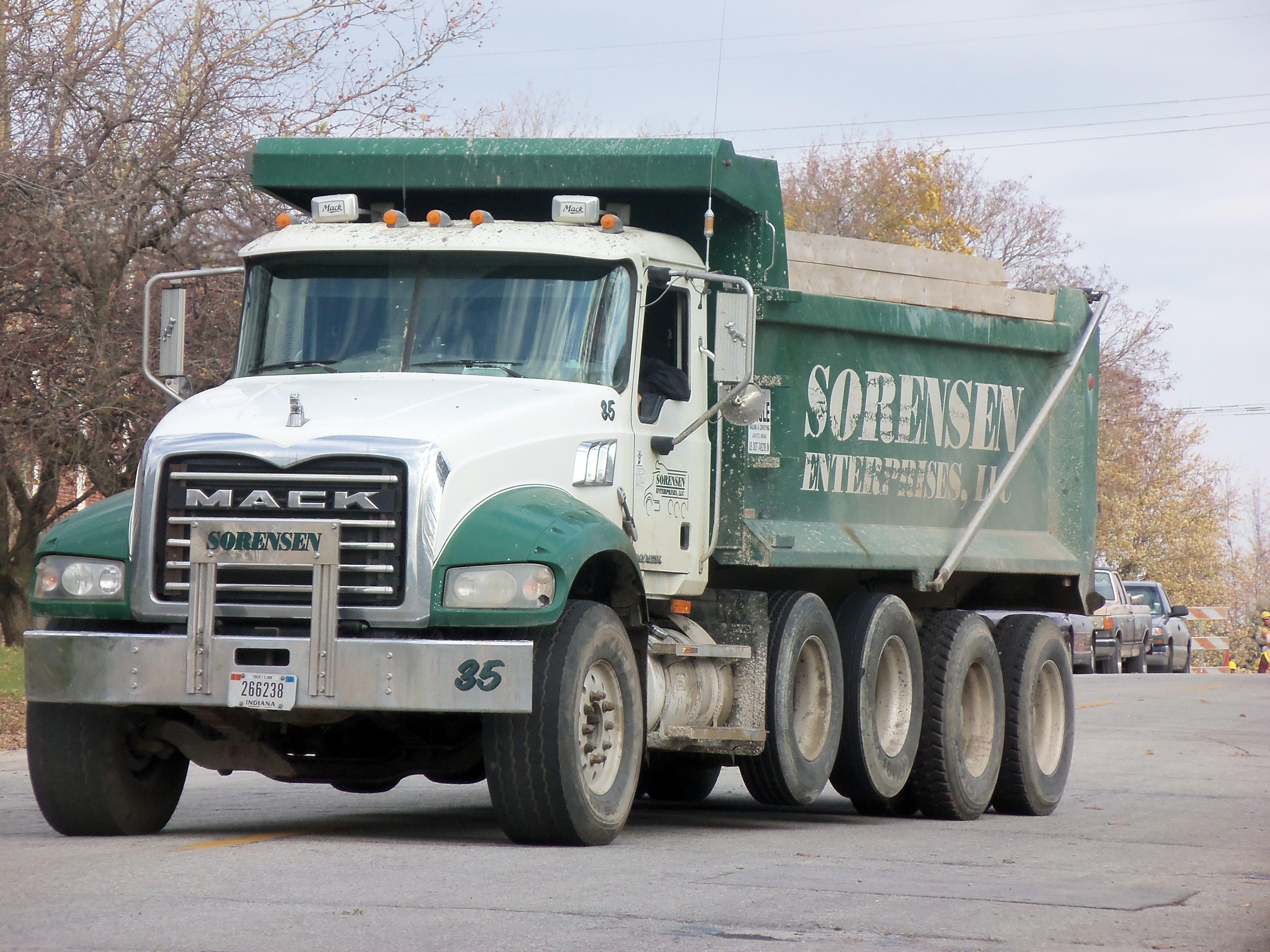 Backing Up North Of Montgomery St Trucks Mack Trucks