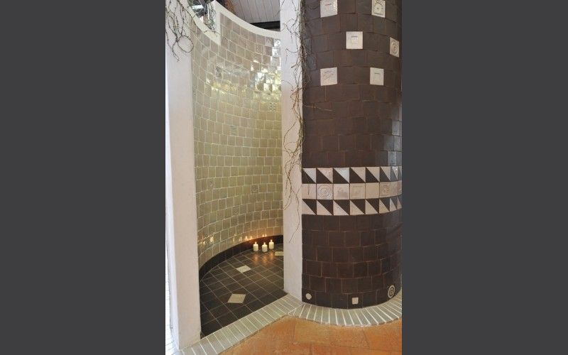 Douche en arrondi fa ence artisanale salle de bain pinterest douches am nagement de salle - Carre blanc chaux ...