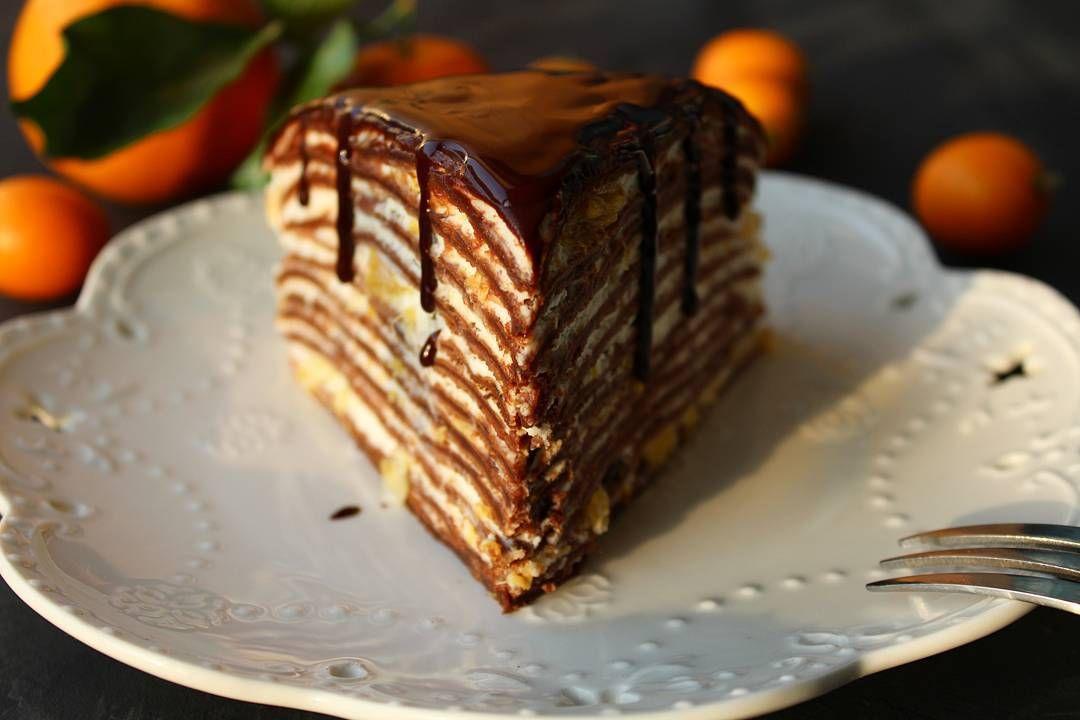 я люблю #блины. разные, сладкие и нет, с начинками и без, с припеком, и т.д. но отдельной главой идут #блинныеторты. с десятками вариаций. они восхитительны в своей простоте и способны разнообразить ваши завтраки. на фото тортик из шоколадных блинов с начинкой из сырно сливочного крема с кусочками апельсина. рецепт будет в коментариях для #creme_brulee_цитрусы от журнала @creme_brulee_mgzn судьи @katerera @eleonore_dd @happy_poli спонсор @photofon_kz #марафон_рецептов от @kismet.cake и…