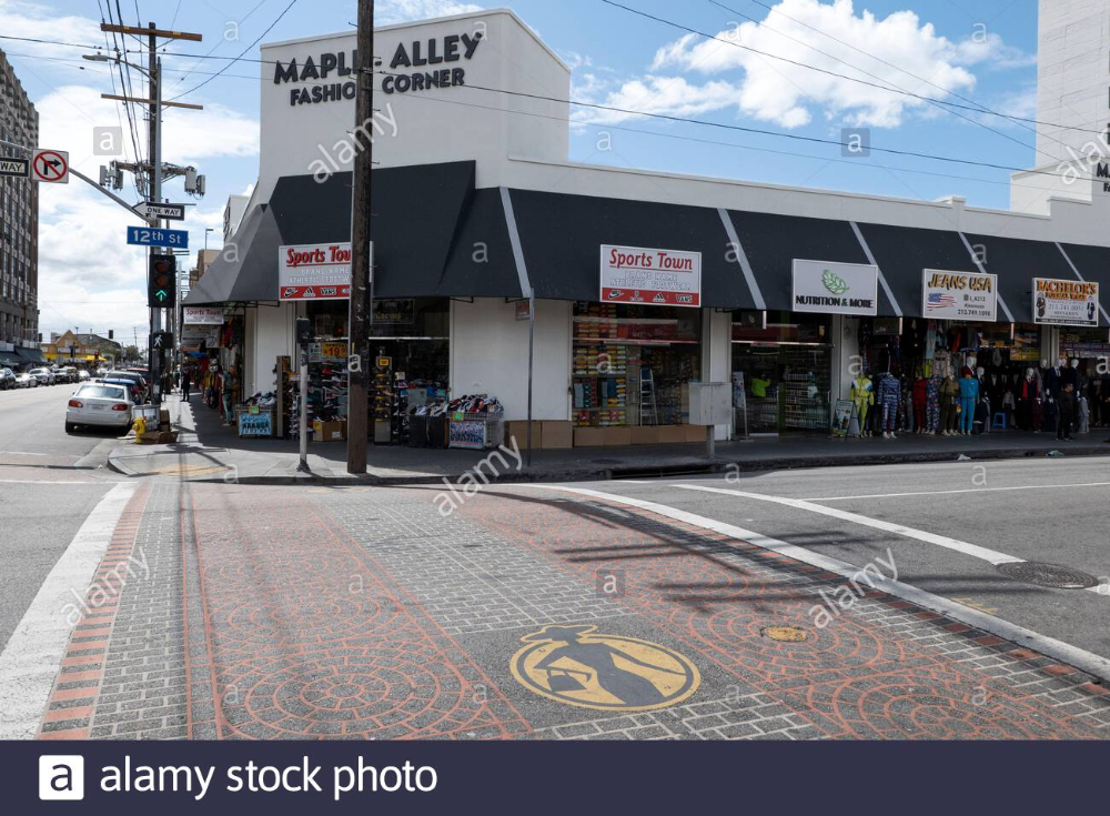 Los Angeles Ca Usa March 19 2020 Though Shops Are Open The Streets Of The Usually Bustling Los In 2020 Fashion District Los Angeles Stock Photos Fashion District
