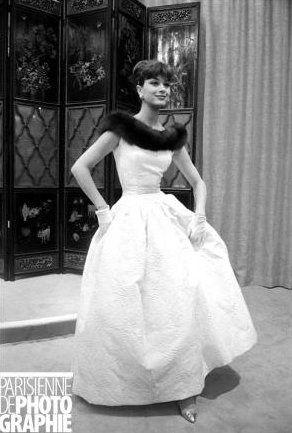 "Marie-Hélène Arnaud, the ""Chanel girl"" wearing Chanel (1958) #ChanelVintage Visit espritdegabrielle.com   L'héritage de Coco Chanel #espritdegabrielle"