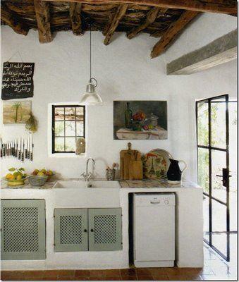 Mucha luz, blanco y hierro para el ventanal/puerta, Muebles en