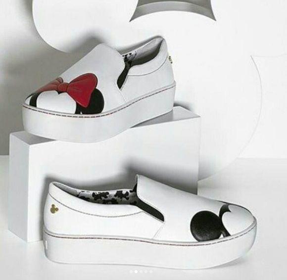 10017475d9c8c Arezzo Coleção Sapatos Bolsas Disney Mickey Minnie