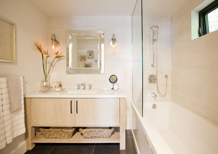 Love it or list it vancouver karen ian s bright and for Bathroom design vancouver