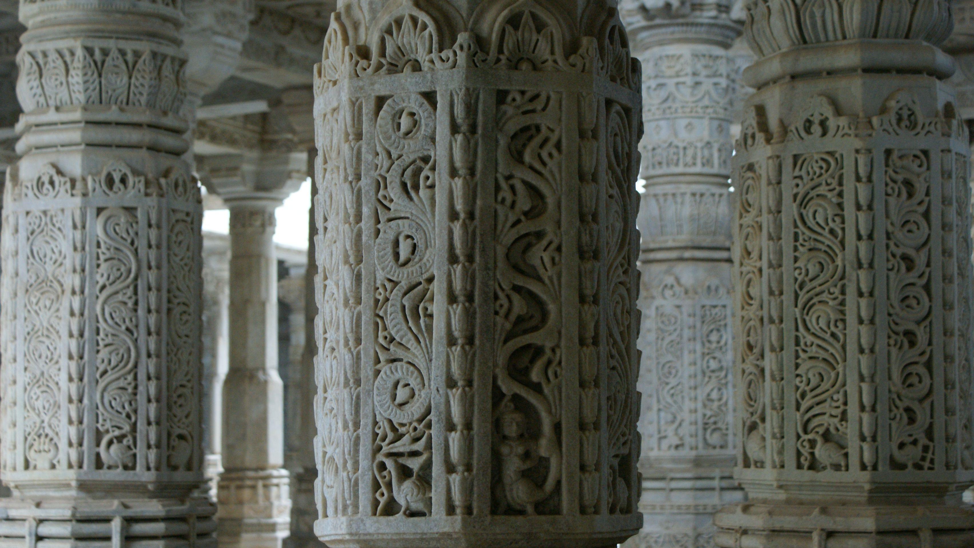 Si buscas paz la encontrarás en este templo jainista tallado íntegramente en mármol. India