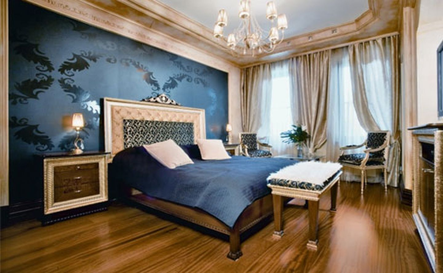 Luxury Bedroom Design Decorating Ideas With Dark Blue Wall Color And Wooden Floor, Love That … | Victorian Bedroom Decor, Luxurious Bedrooms, Country Bedroom Design