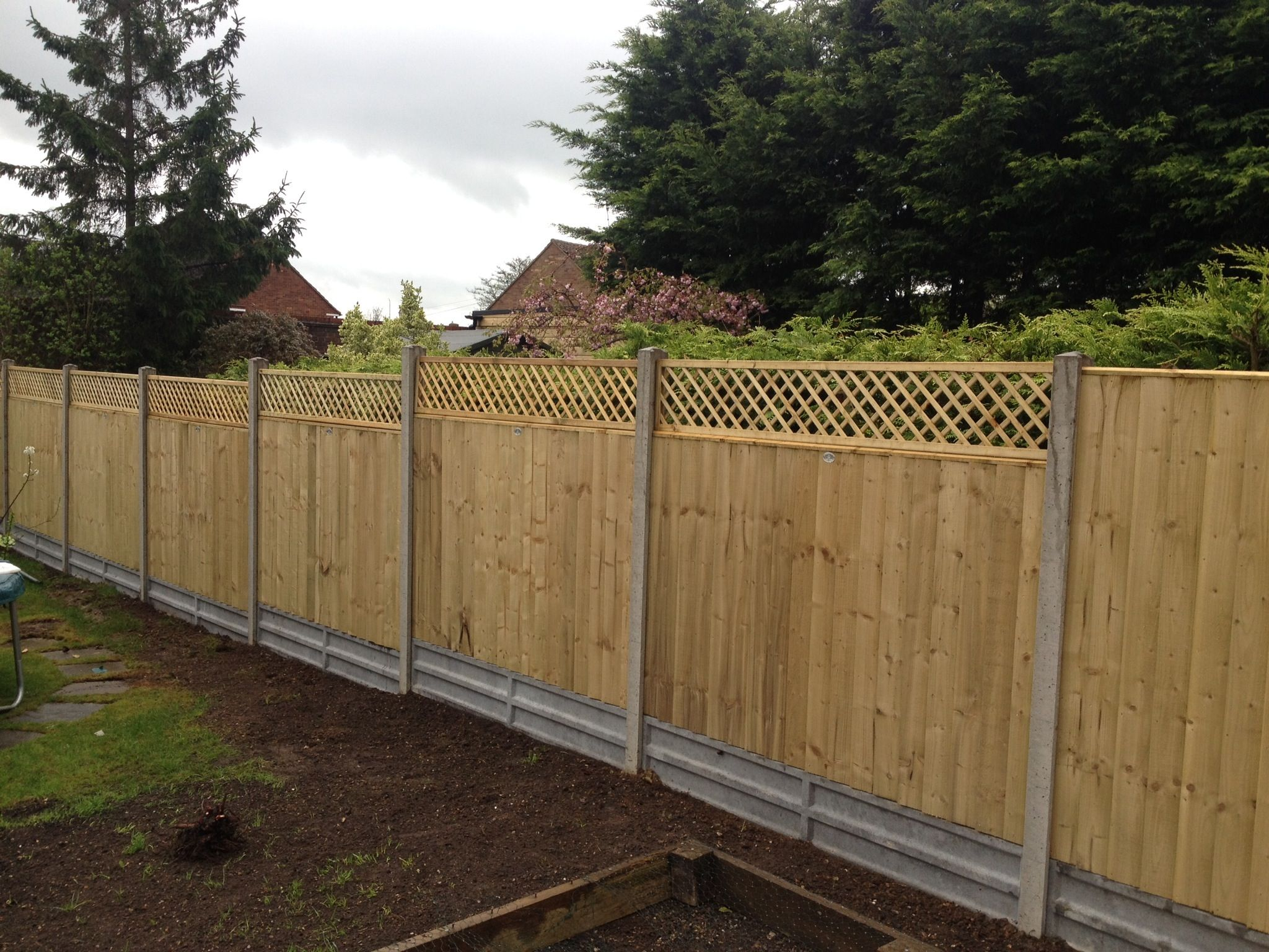 Garden Fence: close board panels Concrete posts and gravel boards 12 ...