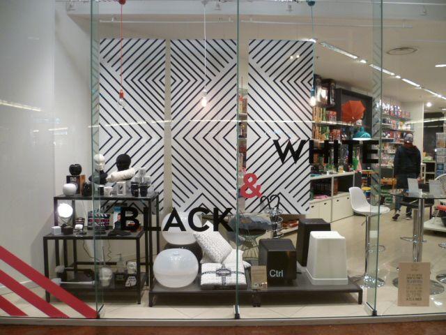 boutique la chaise longue lyon black white vitrines