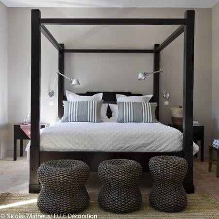 Idee Deco N 5 Une Chambre Avec Un Lit Baldaquin Noir