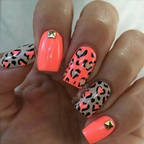 Bellas Uñas En Color Naranja Fluor Y Beige Decoradas Con Estampados