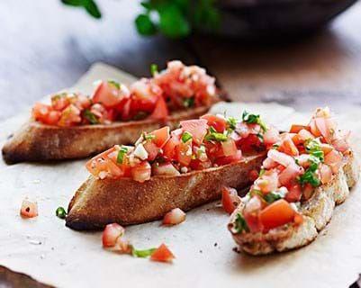 Bruschetta Opskrift » Bruschetta Med Tomat & Basilikum «