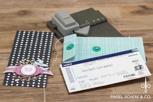 Konzertkarten mit dem Stanz- und Falzbrett für Geschenktüten verpackt (Pinsel, Schere & Co.) #konzertkartenverpacken