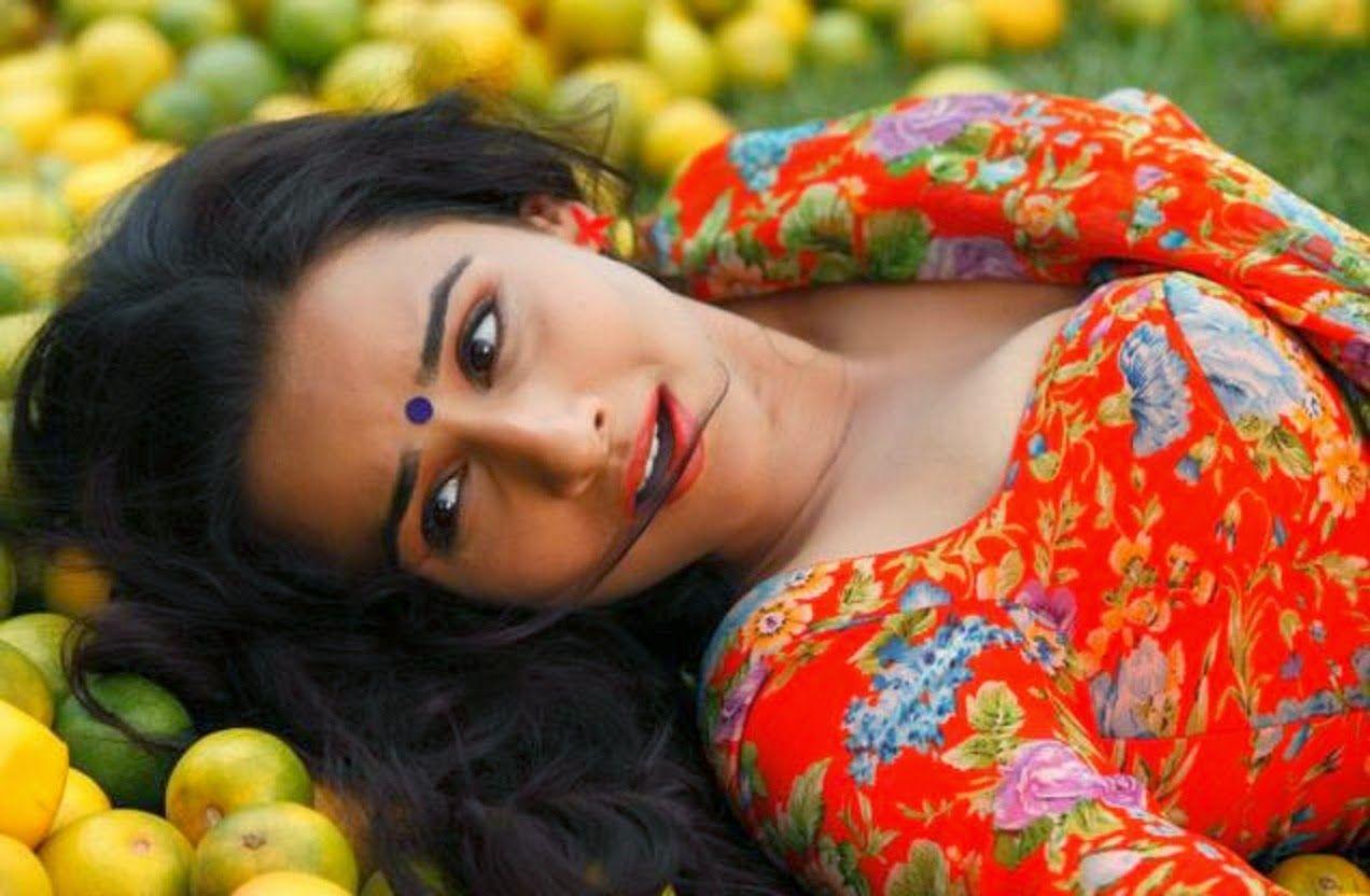 Vidya Balan Hot Sleeping Photos  Vidya Balan The Ultimate Seductress -4381
