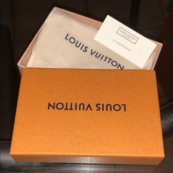 a86ec5c77fc3 Authentic Louis Vuitton gift box with dust bag Authentic Louis Vuitton gift  box with dust bag (this box is for card case) Approximately size  5.5 x 3.5  x 1 ...
