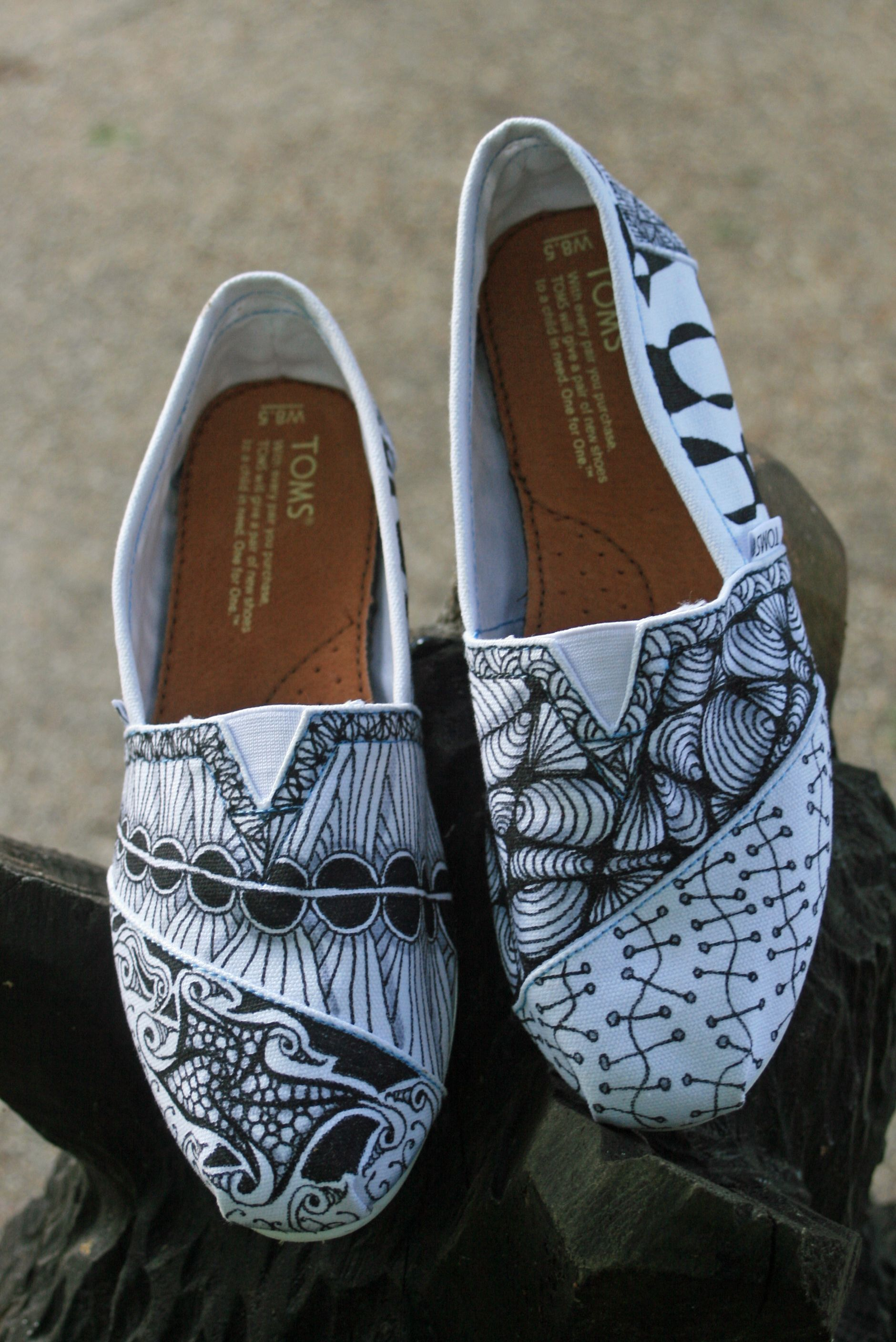 I SO want to make some shoes like this; gotta keep practicing my Zentangles until I'm ready!