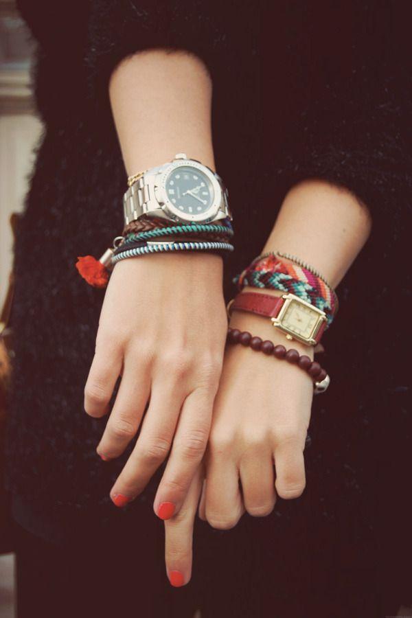 Tästäkö uusin koruvillitys: kaksi rannekelloa samaan aikaan. Tässä kuvassa tosin eri ranteissa. Hauska ajatus! Who said you couldn't wear two watches at once?