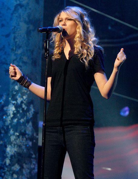 Taylor Swift Photos - 2008 American Music Awards - Red Carpet Arrivals - Zimbio
