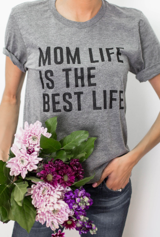 mom life is the best life grey graphic shirt