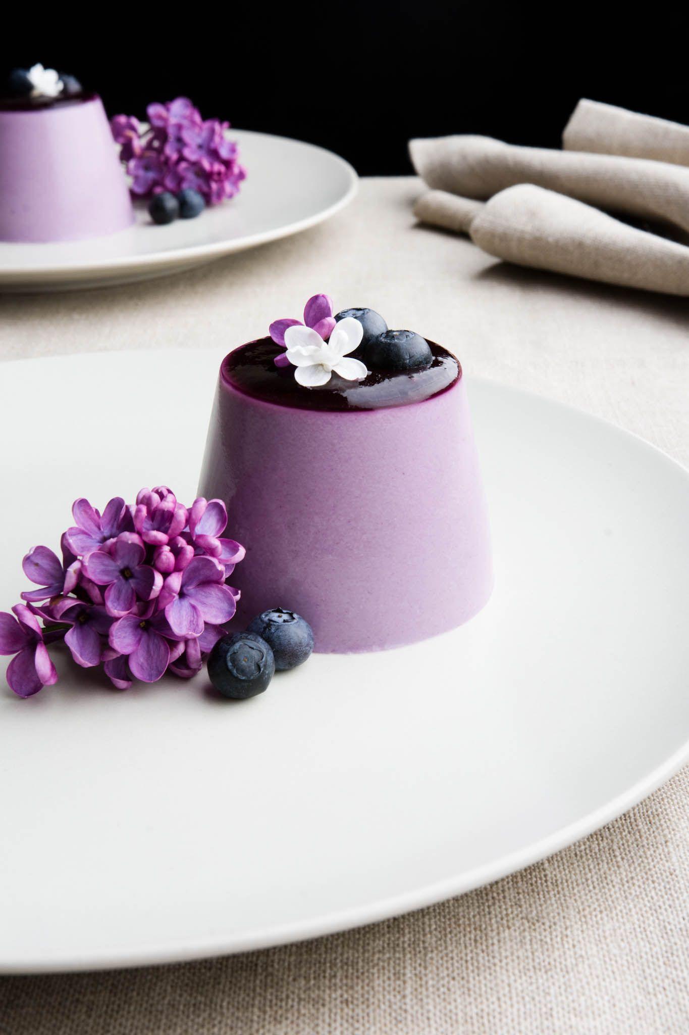 blueberry and lilac syrup panna cotta desserts pinterest einfacher nachtisch kuchen und. Black Bedroom Furniture Sets. Home Design Ideas
