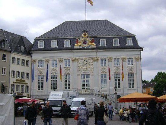 Altes Rathaus, Bonn: Bekijk 92 beoordelingen, artikelen en 52 foto's van Altes Rathaus, geclassificeerd op TripAdvisor als nr.5 van 74 attracties in Bonn.