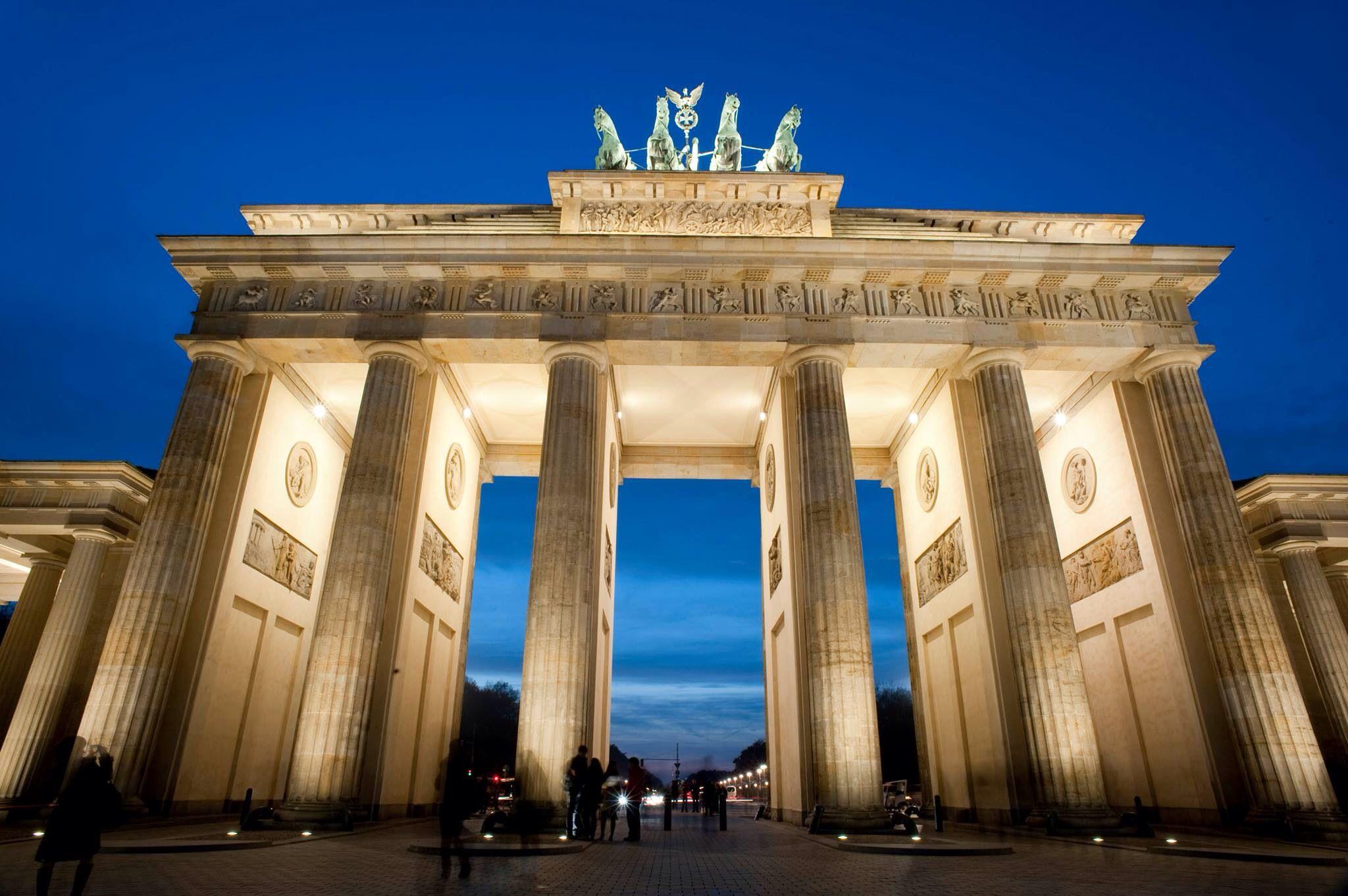Brandenburger Tor With Images Brandenburg Gate Gate Pictures Brandenburg