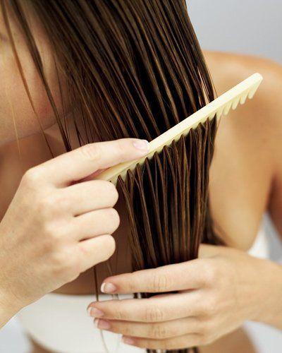 Ei-Shampoo: Einfach ein Eigelb mit einem Esslöffel Rum oder Cognac und dem Saft einer halben Zitrone verrühren. Für mehr Festigkeit und bei feinem Haar könnt ihr noch einen kleinen Schluck Bier hinzugeben. Die Mischung wie ein normales Shampoo verwenden,