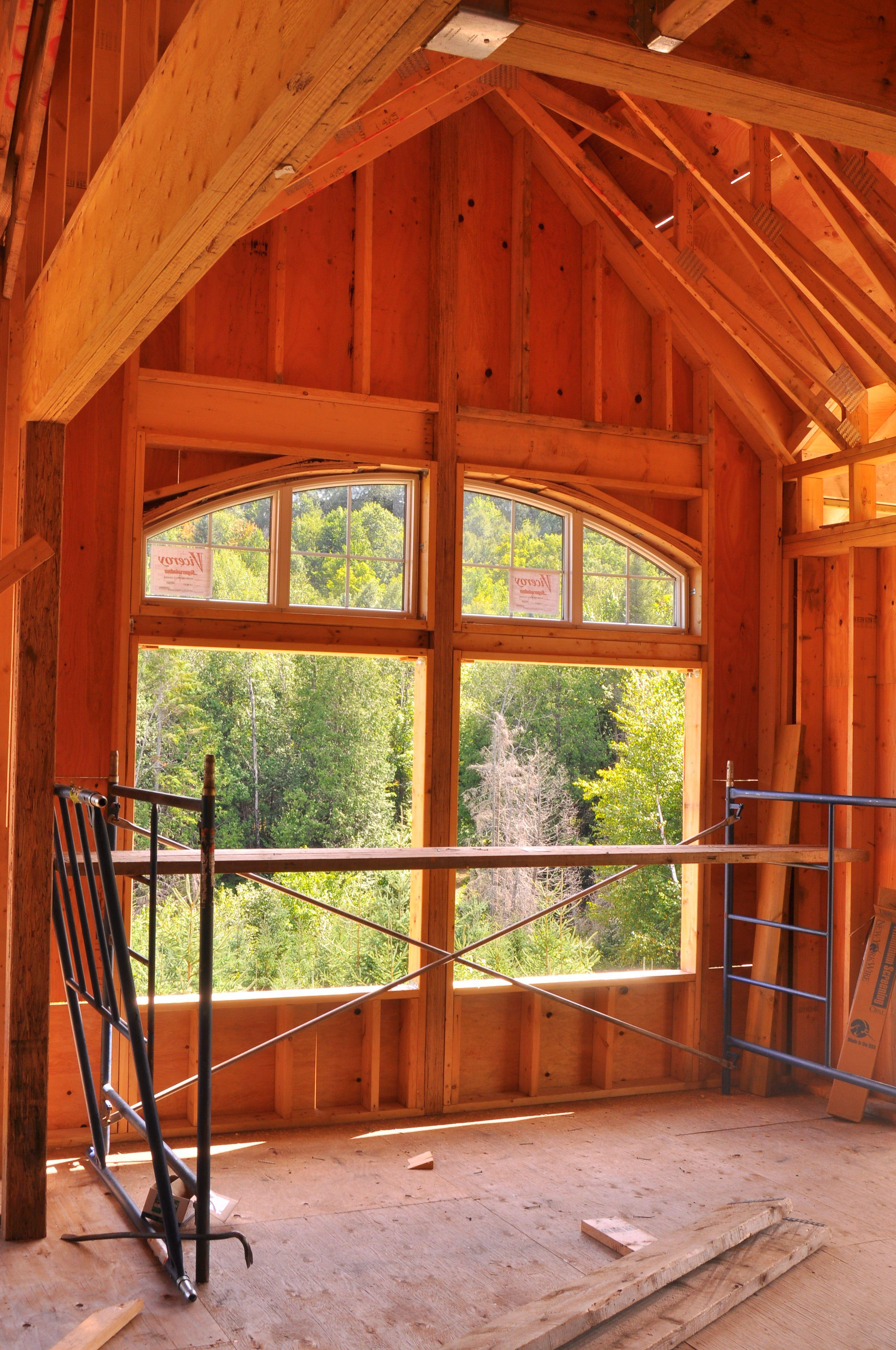 Charpente intérieur avec fenêtre arrondi