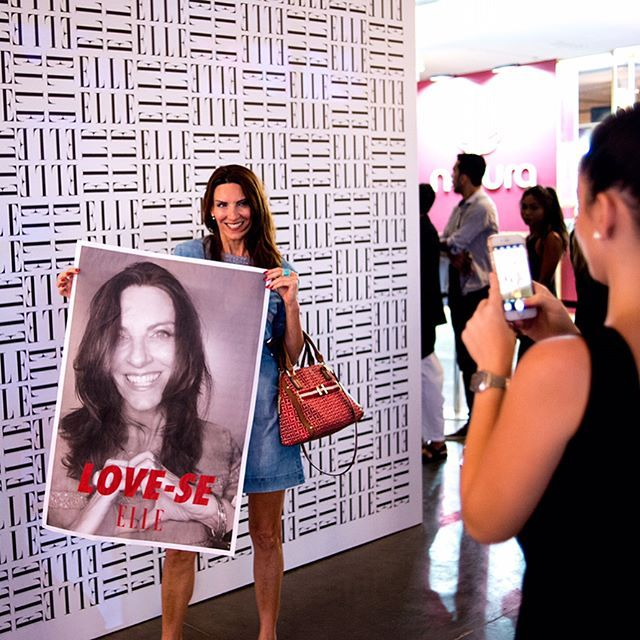 Ainda é terça-feira e nosso photobooth já é a ação mais concorrida aqui na Bienal! Fez uma foto na cabine? Compartilhe aqui no Instagram com #LoveSe e #ELLEnoSPFW para a gente ver!   via ELLE BRASIL MAGAZINE OFFICIAL INSTAGRAM - Fashion Campaigns  Haute Couture  Advertising  Editorial Photography  Magazine Cover Designs  Supermodels  Runway Models