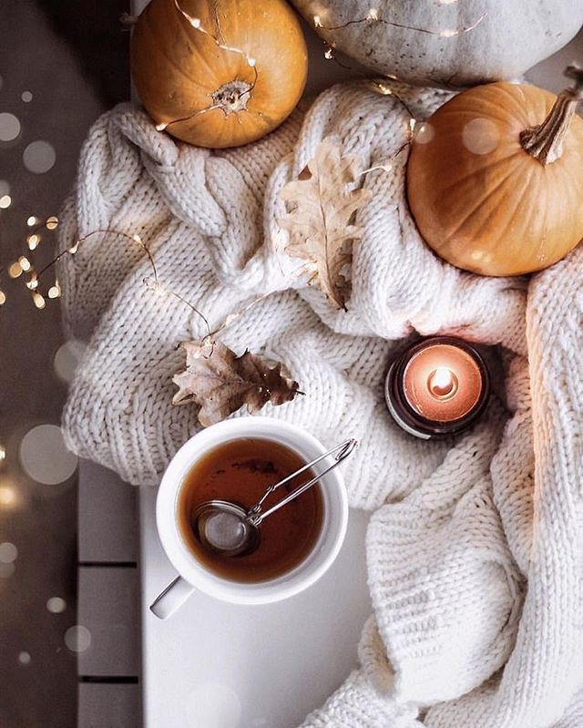 25 Cozy Autumn inspiration - A stylish and cozy home #autumn #fall cozy at home warm drinks #fallscenery
