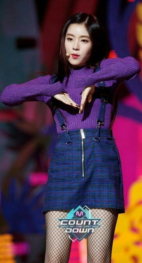 16 Potret Irene Red Velvet saat kenakan outfit ungu, warna favoritnya