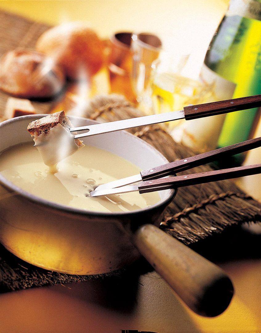pingl par francine brie sur cuisine ricardo fondue savoyarde recette et fondue. Black Bedroom Furniture Sets. Home Design Ideas