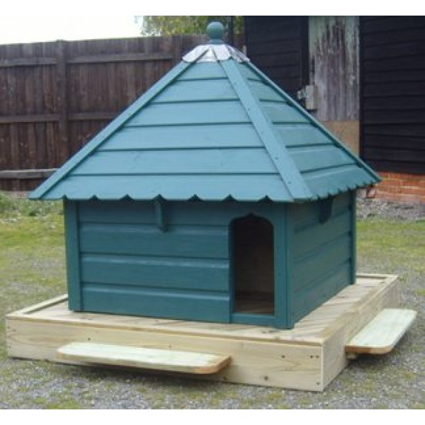 Aylesbury Square Floating Duck House Waterfowl Nesting Box for Pond or Lake