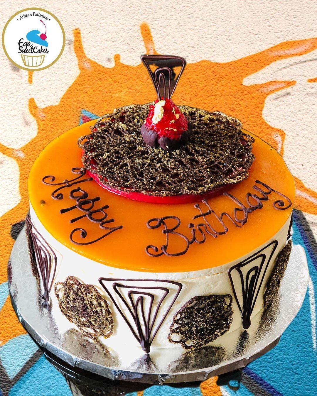 Passion fruit mousse cake 👌🏻👌🏻#egasweetcakes