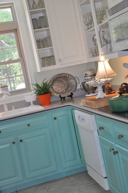 I Want To Do This In The Kitchen White Upper Cabinets And A Color On Bottom Turquoise