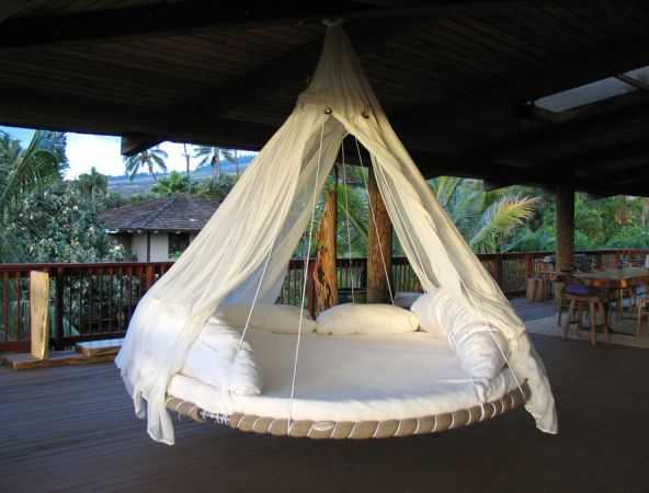 Round Beds That Hang From The Ceiling Oude Trampoline Hangend