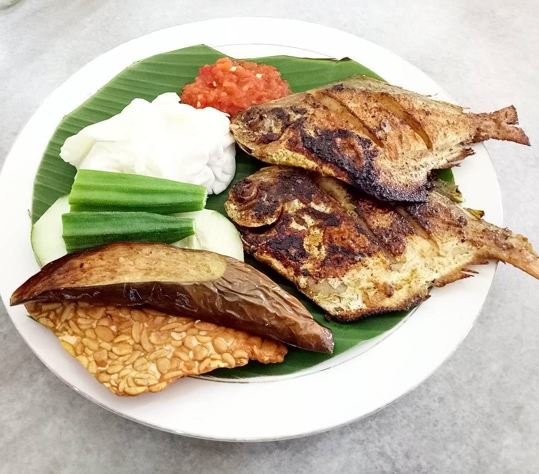 Kedai Bawal Hitam Goreng - Ikan bawal (bramidae) merupakan satu famili ikan dalam susunan