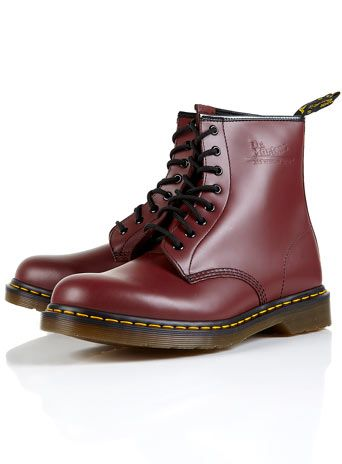 97b44327f8a014 Old school 1460 Doc Martens in cherry red (8 holes)