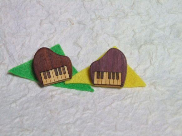 お洒落なピアノのブローチです。着色・ニス塗装はしていません。自然な木目と色を生かして製作しています。使い込んでいくうちに濃い色艶が出て、滑らかな手触りになって...|ハンドメイド、手作り、手仕事品の通販・販売・購入ならCreema。