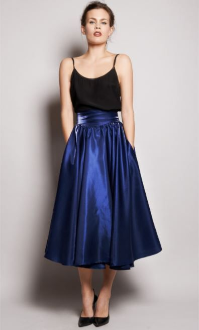 8701b2bb41 falda larga azul outfits