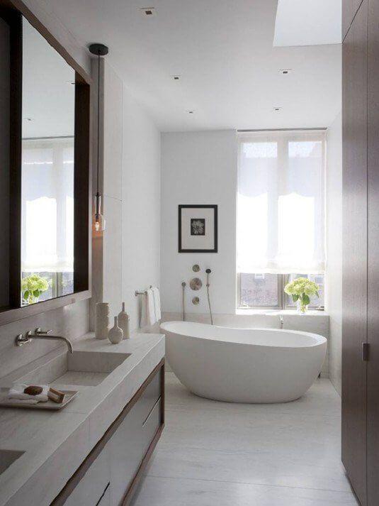 Kleine badkamer, lichte badkamer, vrijstaand bad, badkamer ideeën ...
