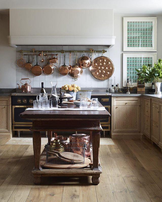 Tap The Link In Bio For Our Favorite Kitchen Island Ideas Photo Simonupton Design Emmajanepilkington Edkitchens