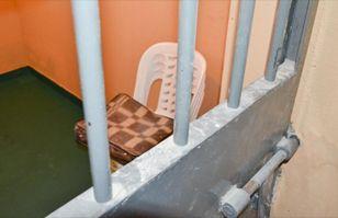Condenado Ruega Que Lo Devuelvan A La Cárcel Para Librarse De Su Suegra Arréstenme Póngame Cadenas Guioteca Com Suegra Carcel Ruegue